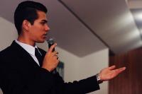 presenter-1206345_1280
